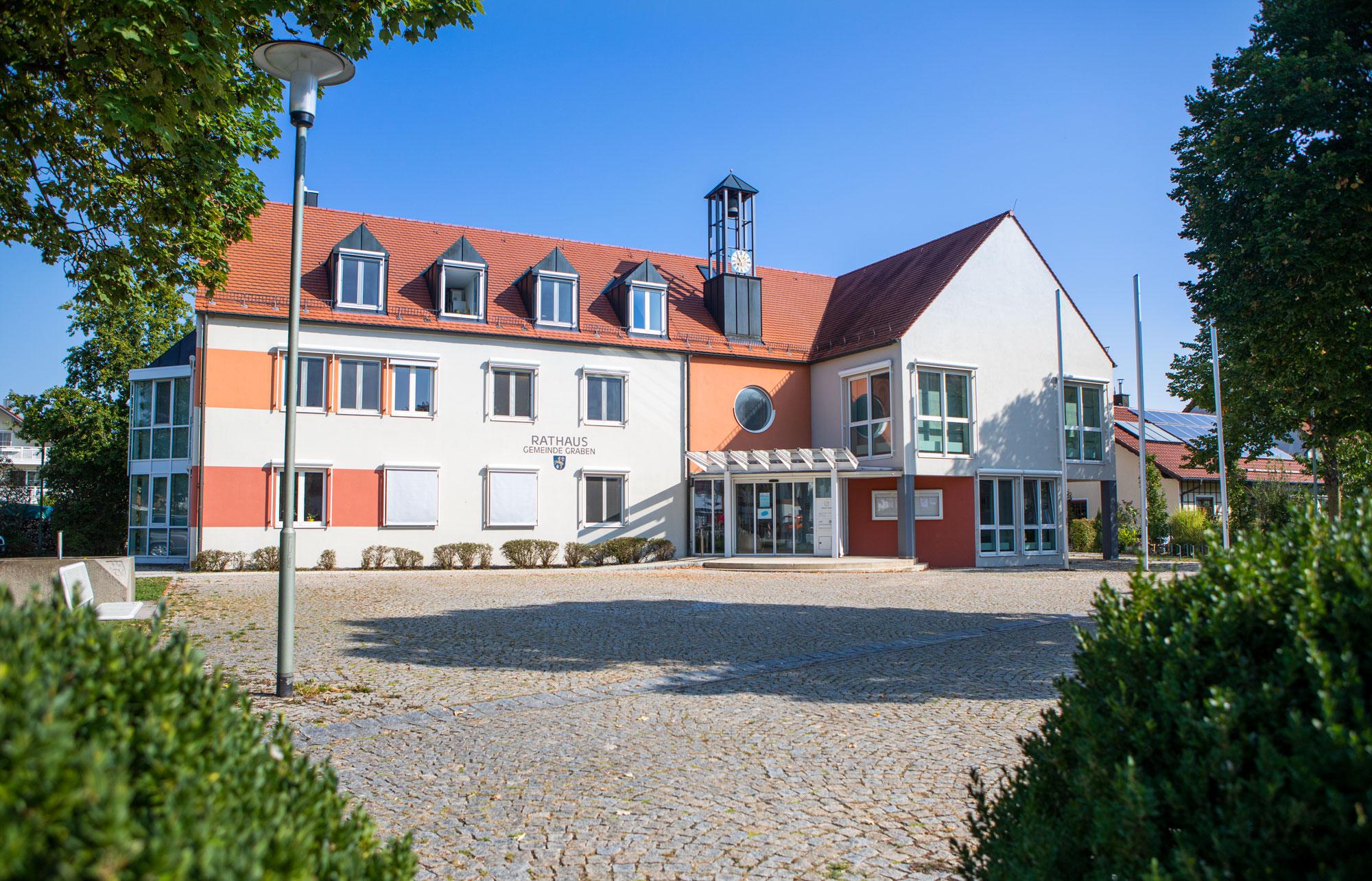 Foto vom Rathaus in Graben.