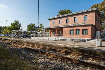 Sommerliche Aufnahme vom Bahnhof in Klosterlechfeld.