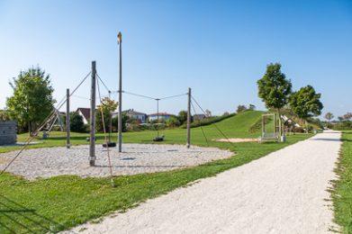 Der schöne Spielplatz am Schlittenberg in Lagerlechfeld.