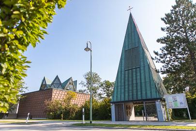 Foto der versöhnungskirche in Lagerlechfeld.