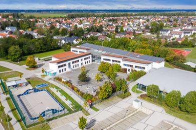 Luftaufnahme der Mittelschule in Untermeitingen